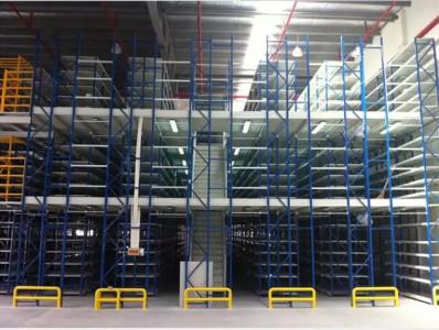 南京货架厂:阁楼式仓储货架高度利用仓库空间